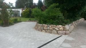 Naturstein-Mauer